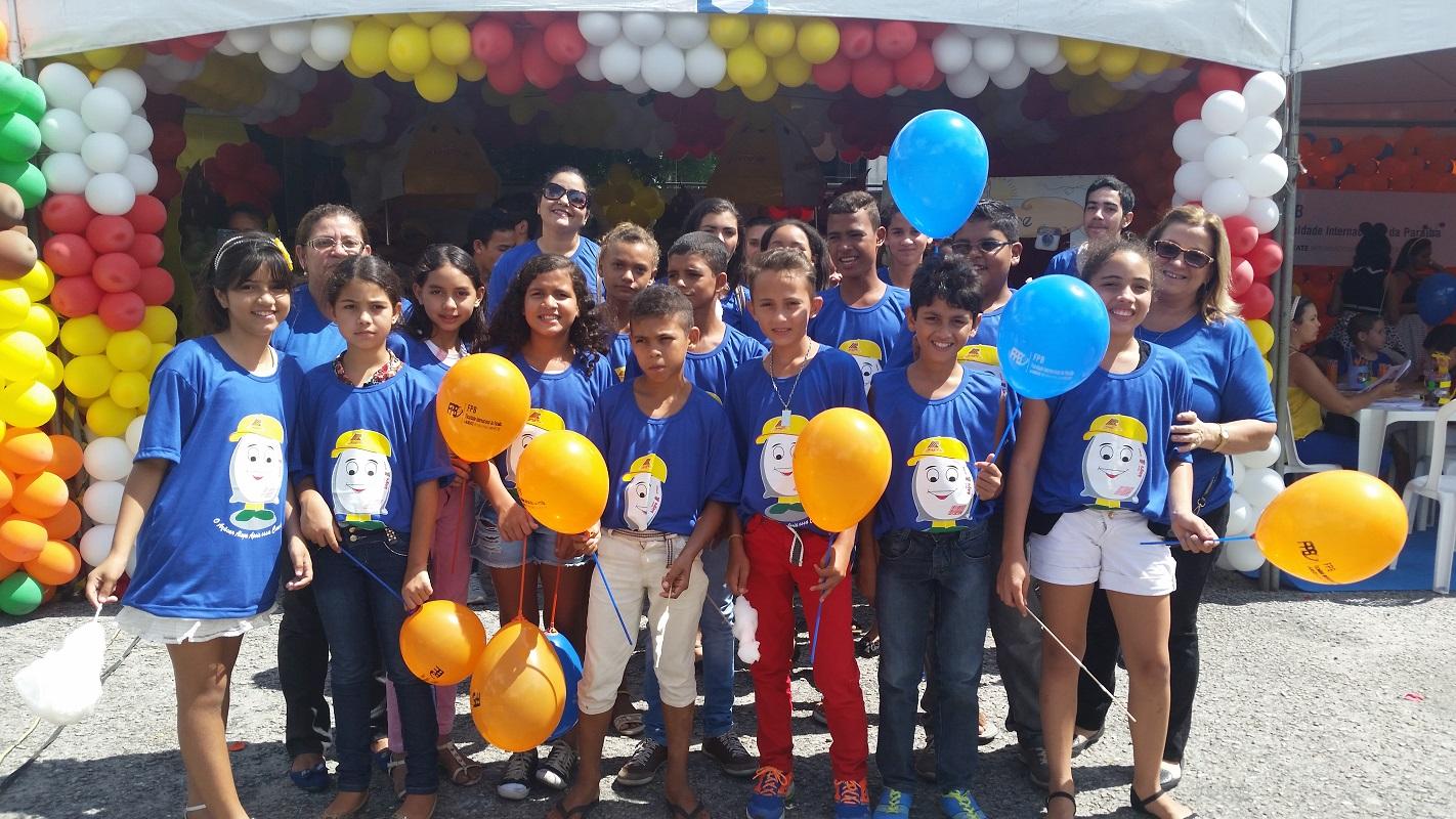A criançada do Açúcar Alegre engajada no espírito de solidariedade do McDia feliz